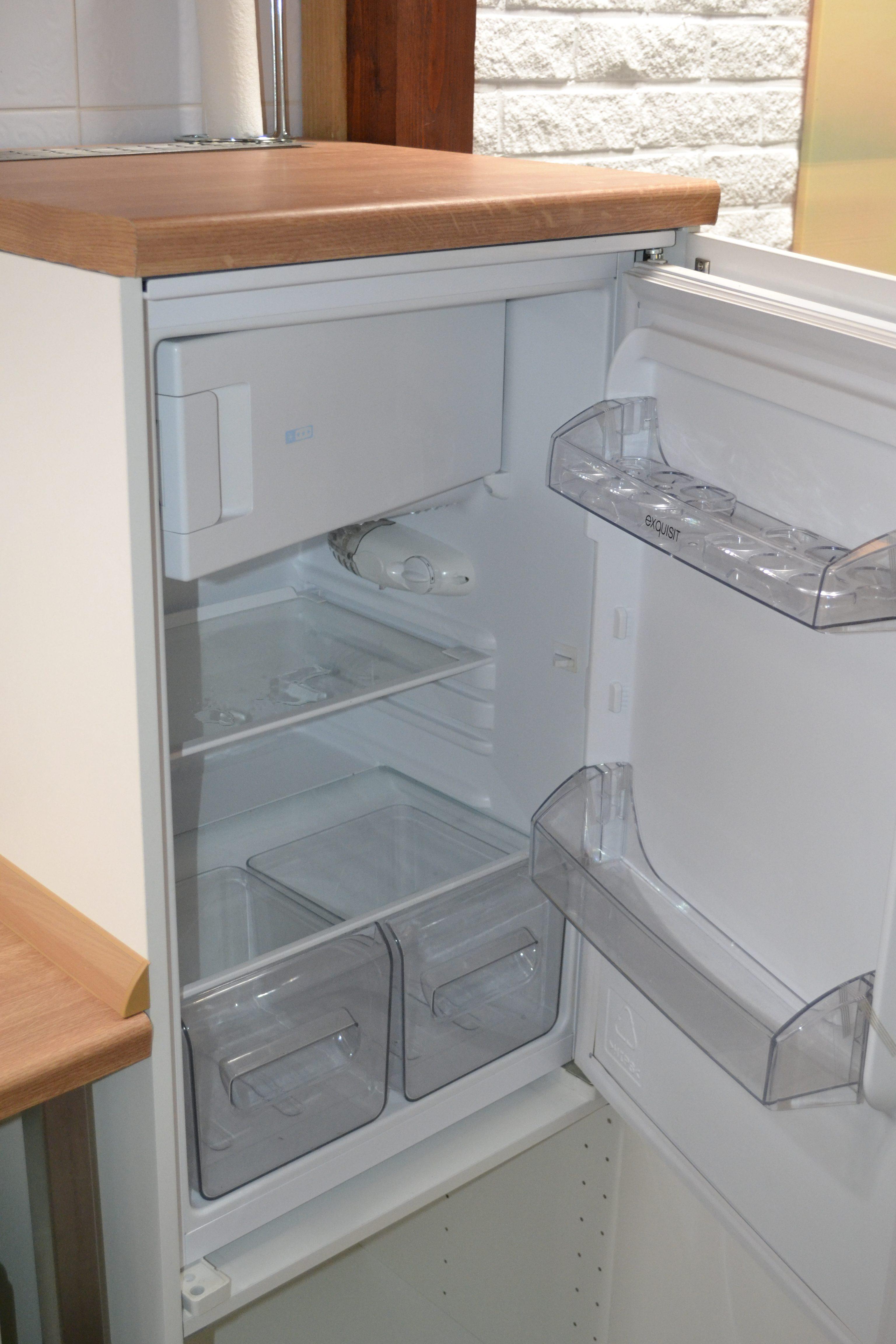 Im großen Kühlschrank in der Küche ist Platz für Ihre Einkäufe.