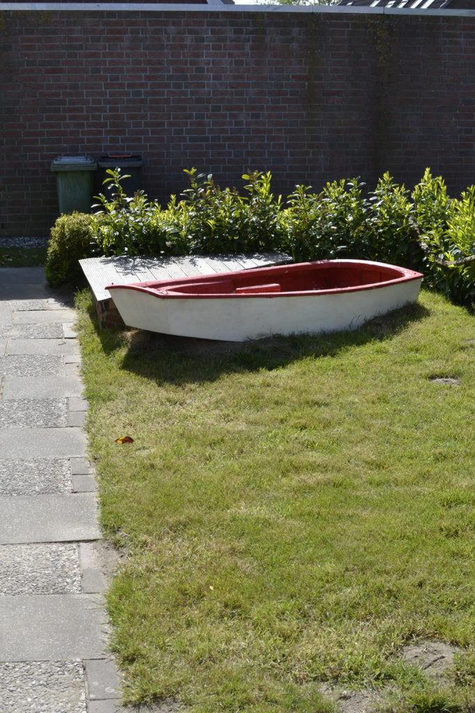 Spielboot mit Anlegestelle